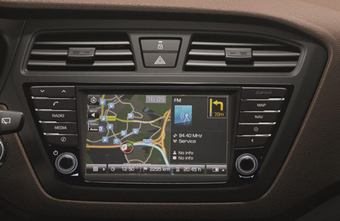 news hyundai i20 mit touchscreen navi. Black Bedroom Furniture Sets. Home Design Ideas