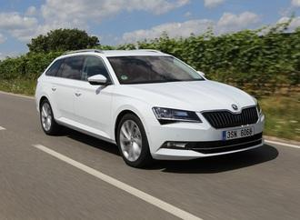 Skoda Superb - Mit kabelloser Ladefunktion