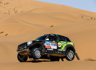 Silk Way Rally: Peugeot wehrt Mini-Endspurt ab